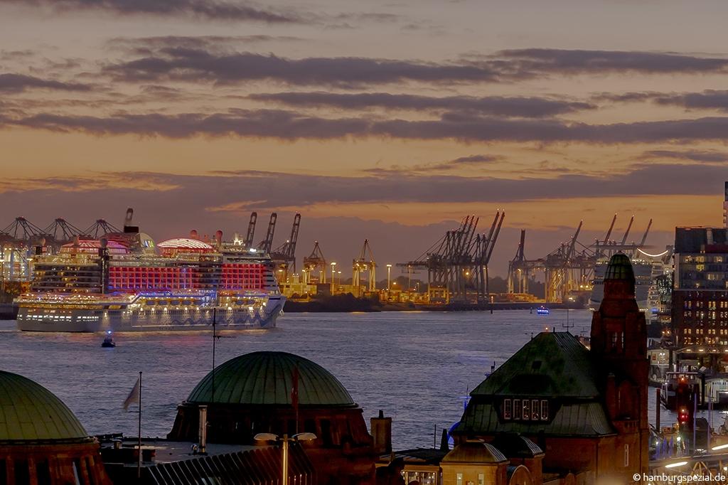 Schiffe an den Landungsbrücken