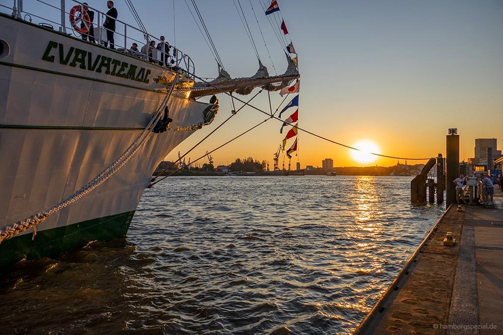 Sonnenuntergang an der Überseebrücke